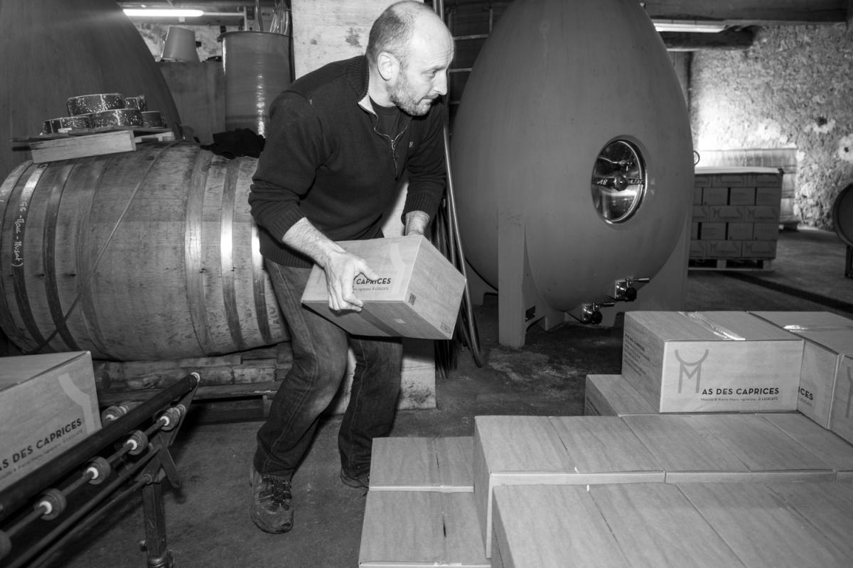 """MAS DES CAPRICES 2016 , mise en bouteille crus MAS DES CAPRICES 2016 , Bottled """"Blanc de l'oeuf"""" vintage 2015 with Pierre Mann"""